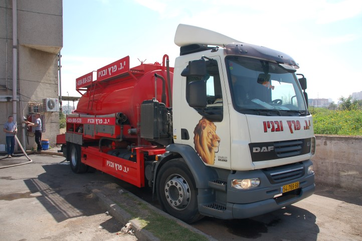 י.נ פרץ משאית